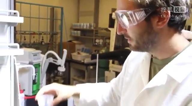 慢镜头下观察 当磁液遭遇超疏水性表面