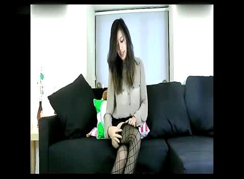 长发黑丝美女现场换丝袜秀性感美腿高清版