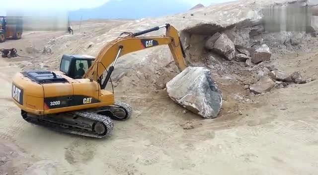 挖掘机装车技巧