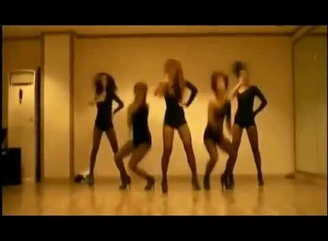 黑丝美女超短裙热舞 视频在线观看