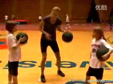 篮球初学者运球手法基本功教学