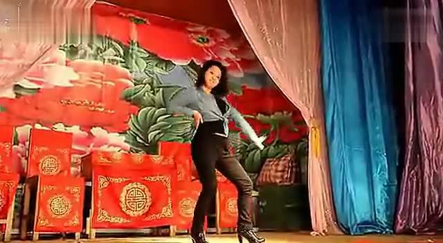 农村开放歌舞 农村歌舞团美女脱衣舞图片农村最开放