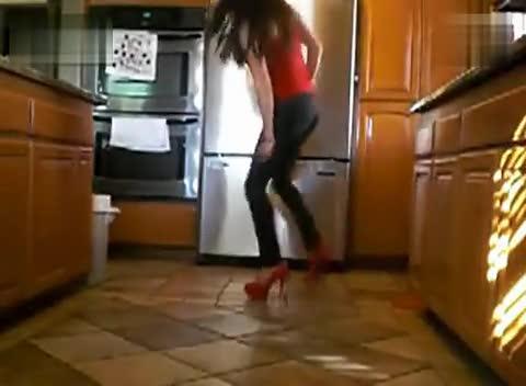 美女丝袜高跟鞋 踩踏4
