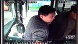 【郑州】乘客带鸡上公交车被拒 生气将鸡扔车上就下车