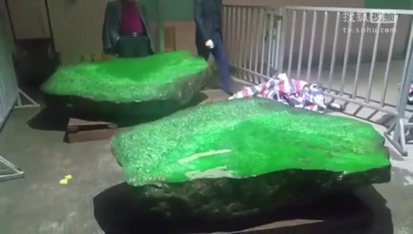 博彩界的轰动!经过3吨翡翠原石的切割,原来它充满了绿色和珍贵!